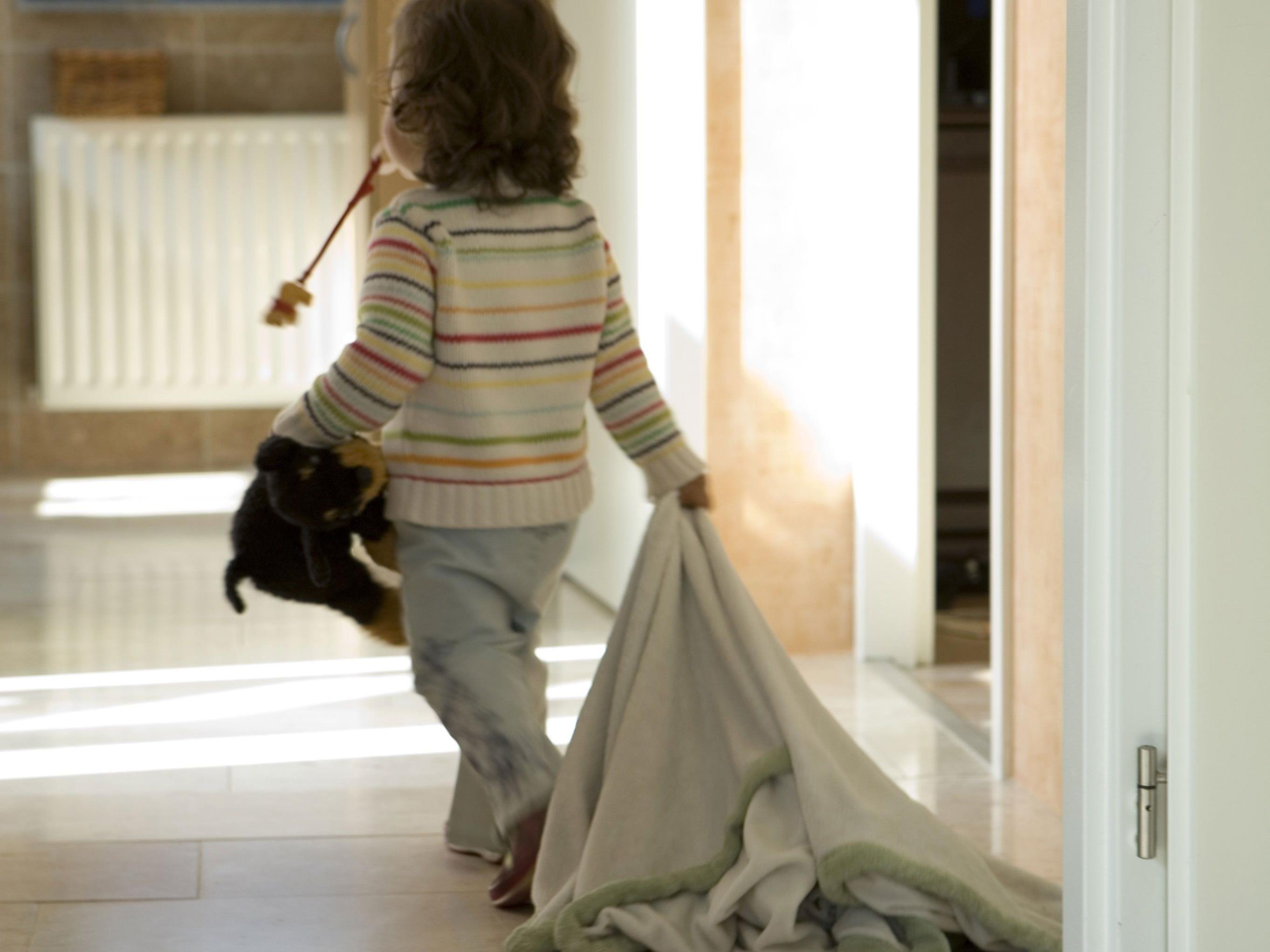 Wohlbehalten nach Hause gebracht: Dreijährige schlafwandelt durch Unterwellenborn.