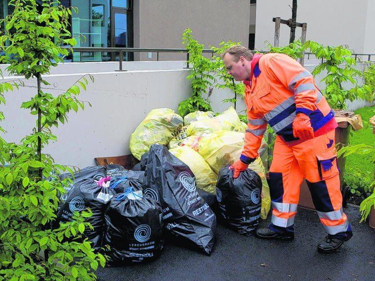 Die Qualität der Müllsäcke wird im Bürgerforum beanstandet.