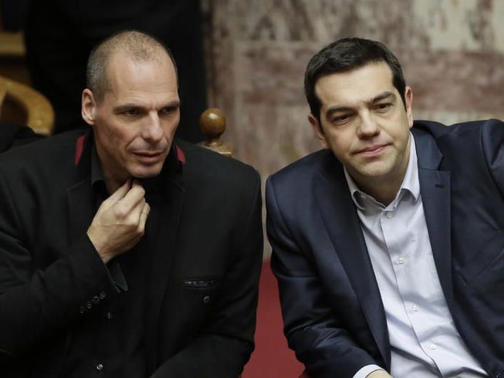 Premierminister Alexis Tsipras (re) und Finanzminister Yanis Varoufaki