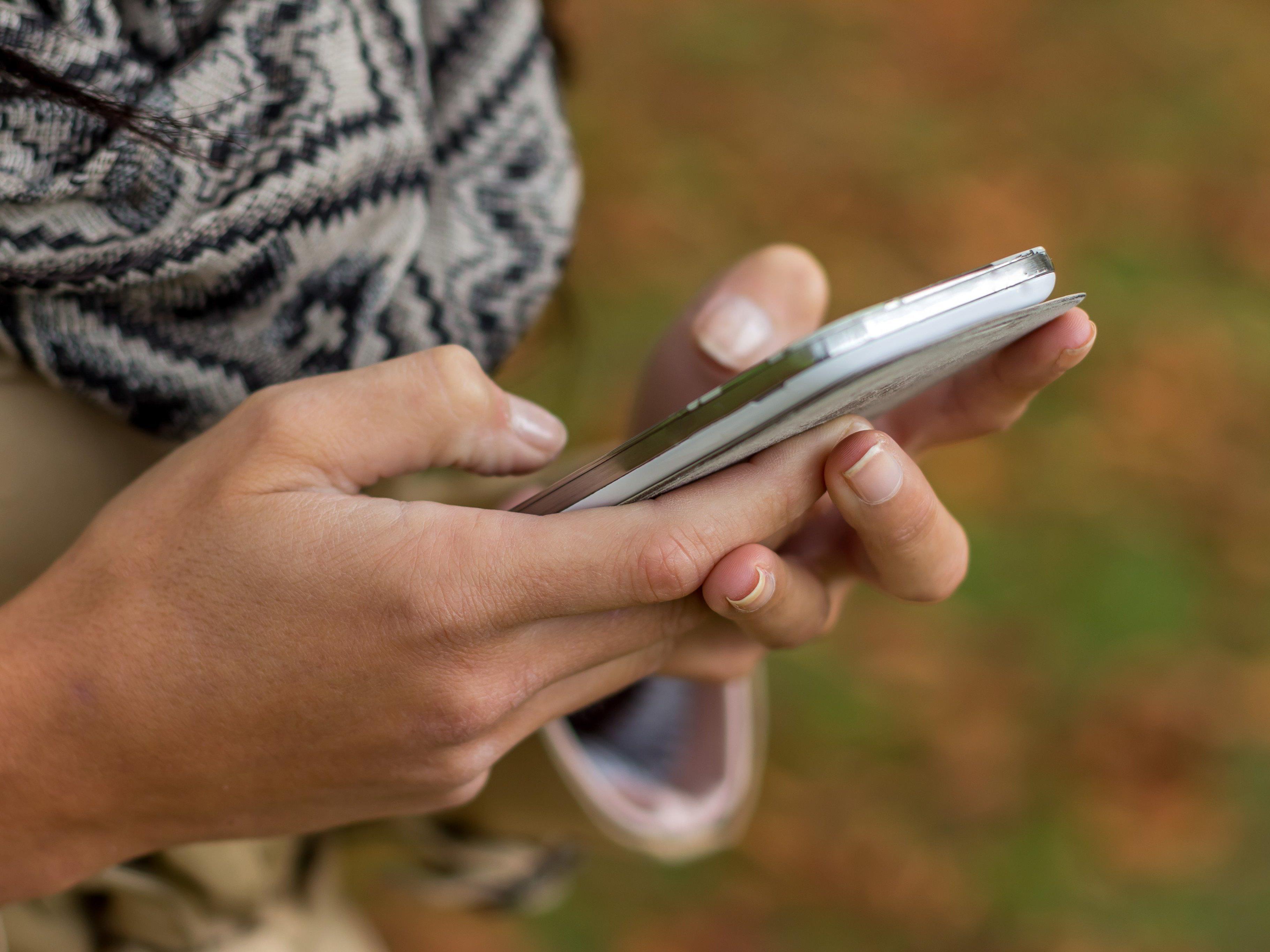 17-Jähriger erstochen: Rasch kursieren Fotos der Leiche auf zahllosen Schüler-Handys.