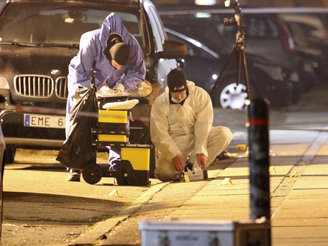 Spurensicherung am Ort, an dem die dänische Polizei den mutmaßlichen Täter erschossen hat.