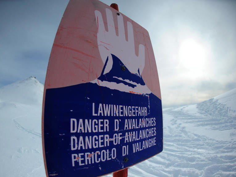 Warnung der Lawinenkommissionen Tirol und Vorarlberg bleibt auf Stufe 3