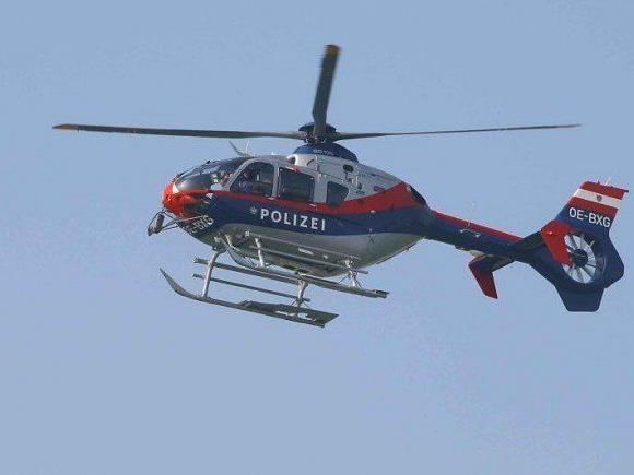 Polizeihubschrauber kam den Wintersportlern zur Hilfe.