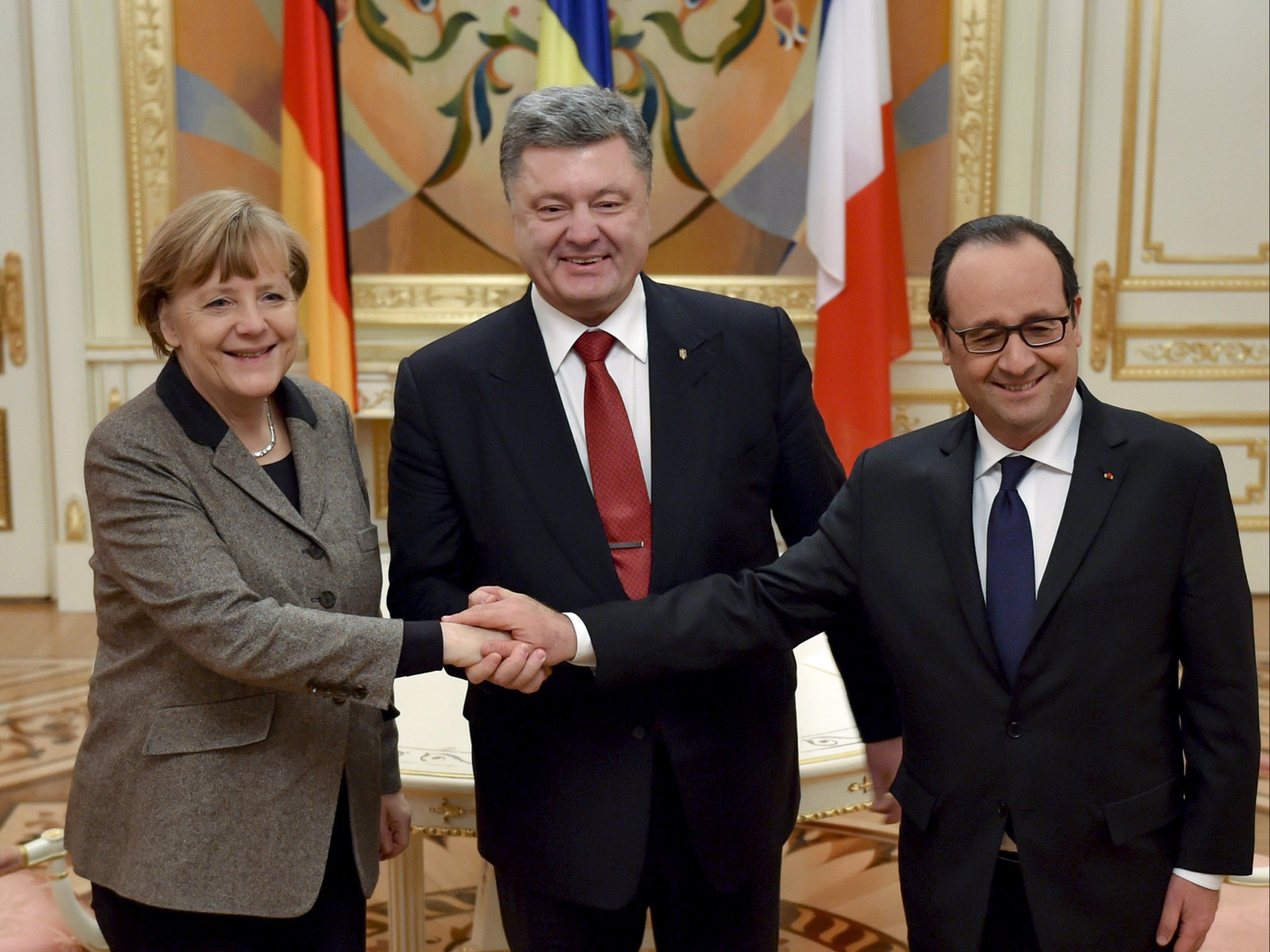 Merkel und Hollande wollen nach ihrem Gespräche mit Poroschenko nut mit Putin verhandeln.