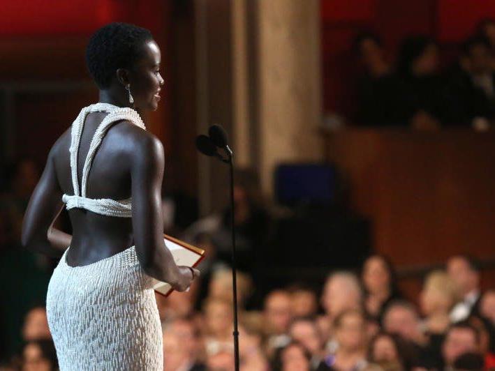 Mit ihrem weißen Perlen-Kleid erregte Lupita Nyong´o bei der Oscar-Gala nicht nur das Interesse von Modefans