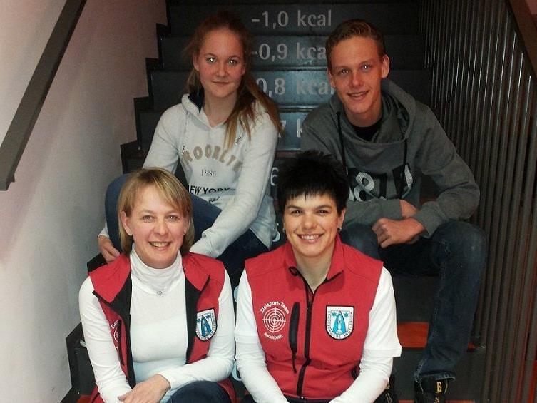 Bild vorne Waltraud Metzler und Katja Rüscher, Bild hinten Bianca und Christoph Egender