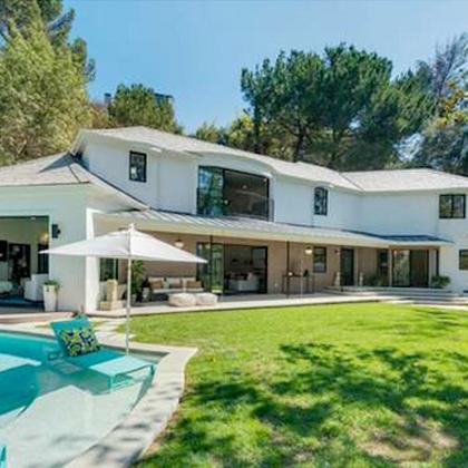 Die neue Villa bietet blick auf den Hollywood-Schriftzug.