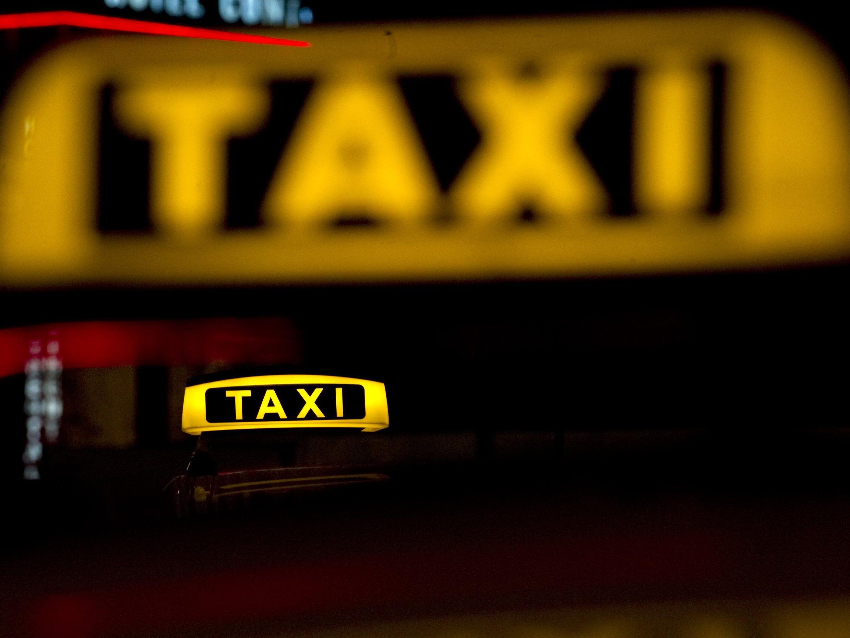 Die Polizei bittet um Hinweise im Fall eines Taxiraubes in Nüziders.