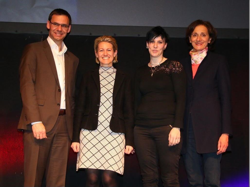 Landeshauptmann Markus Wallner und Sport LR Bernadette Mennel mit Autorin Angelika Kaufmann Pauger und Astrid Koglek