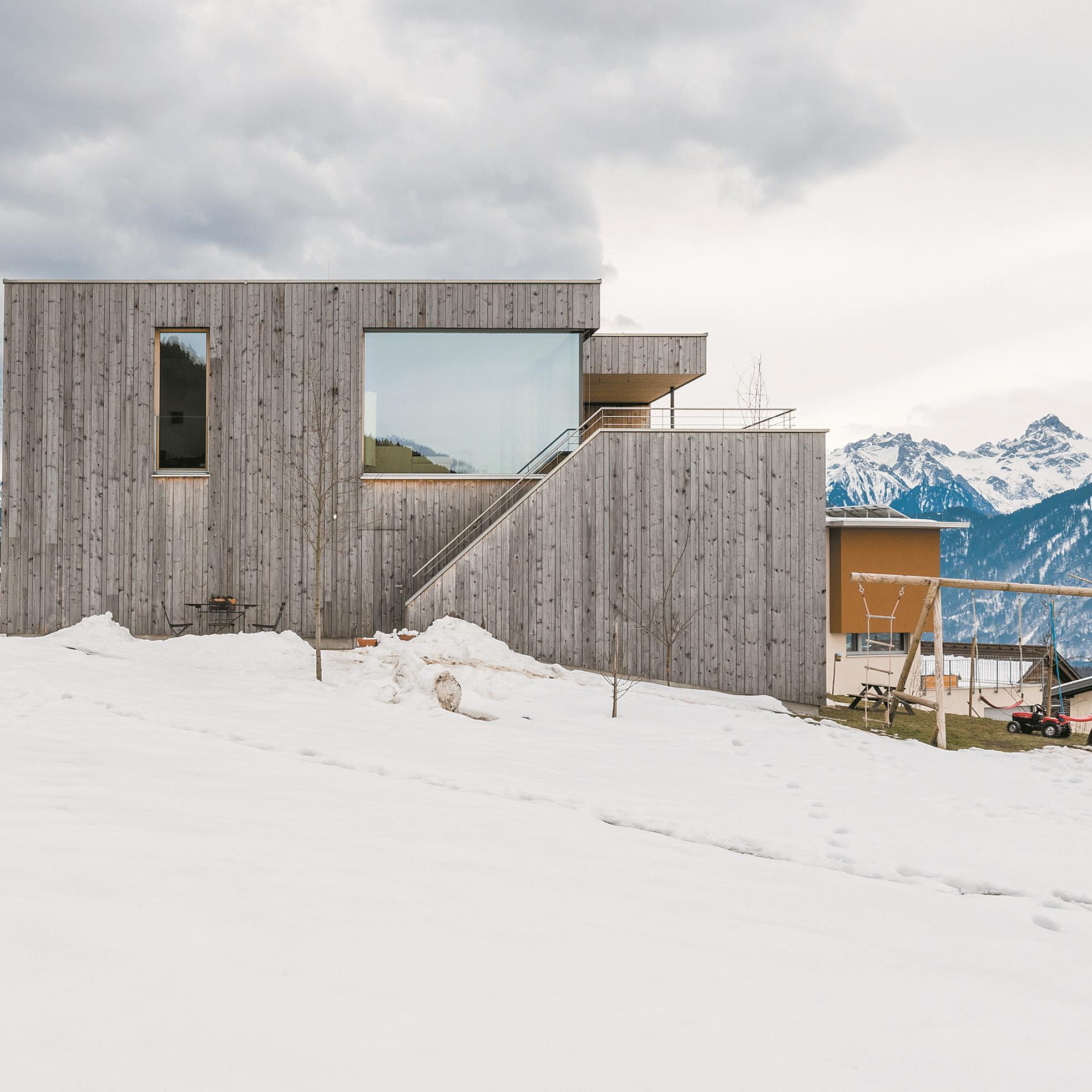 Bewusste Ausrichtung: Ein Wohnhaus in Düns ermöglicht die verstärkte Wahrnehmung der Natur.