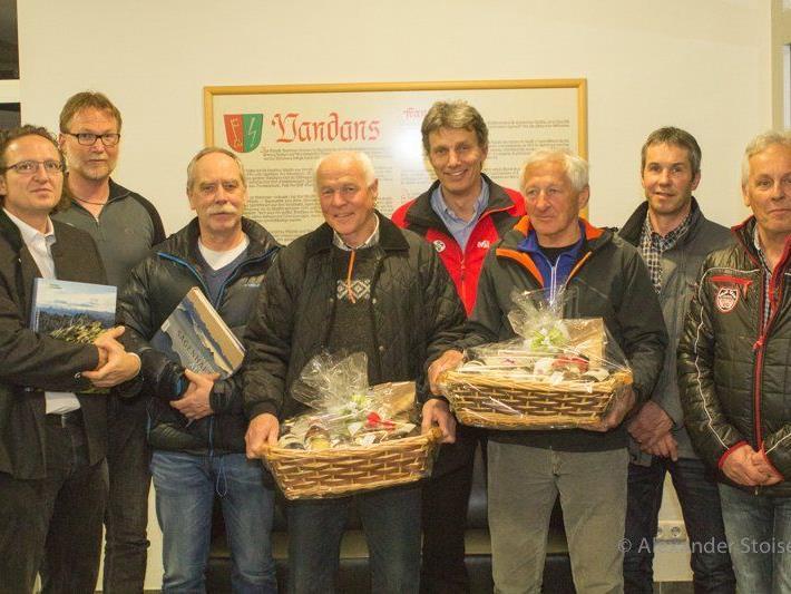 Die geehrten der Bergrettung Vandans von links: Alexander Stoieser (20J), Obmann Andreas Bodingbauer, Dr.Peter Wachter (20J), Johann Maier (30J), Markus Burtscher (30J), Manfred Kessler (50J), Raimund Schuler (30J), Hannes Gstrein (20J).