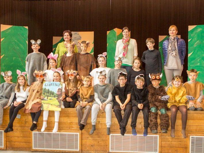 Die Viertklässler der Volksschule Vandans spielten letzte Woche das englische Theaterstück