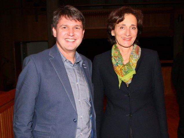 Bürgermeister Kurt Fischer mit Sportlandesrätin Bernadette Mennel im Smalltalk.