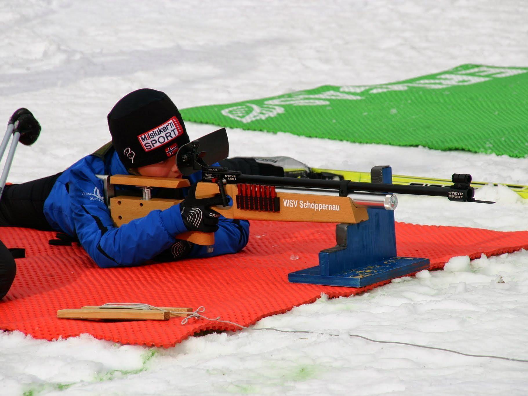 Auf den Spuren von Biathlon-Star Christoph Sumann begeben sich die jungen Talente.