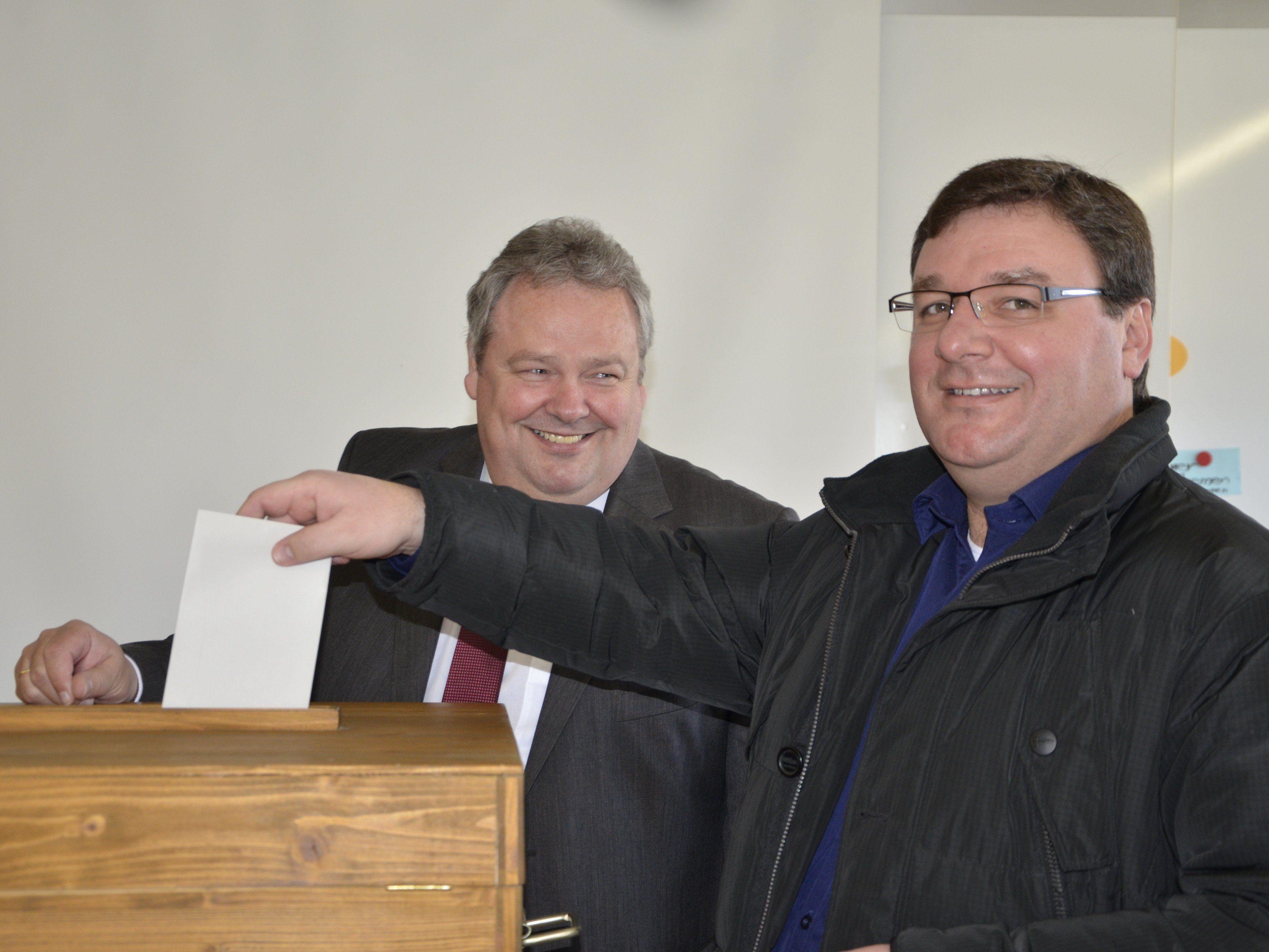 Auch Pfarrer Cristinel Dobos gab seine Stimme ab.