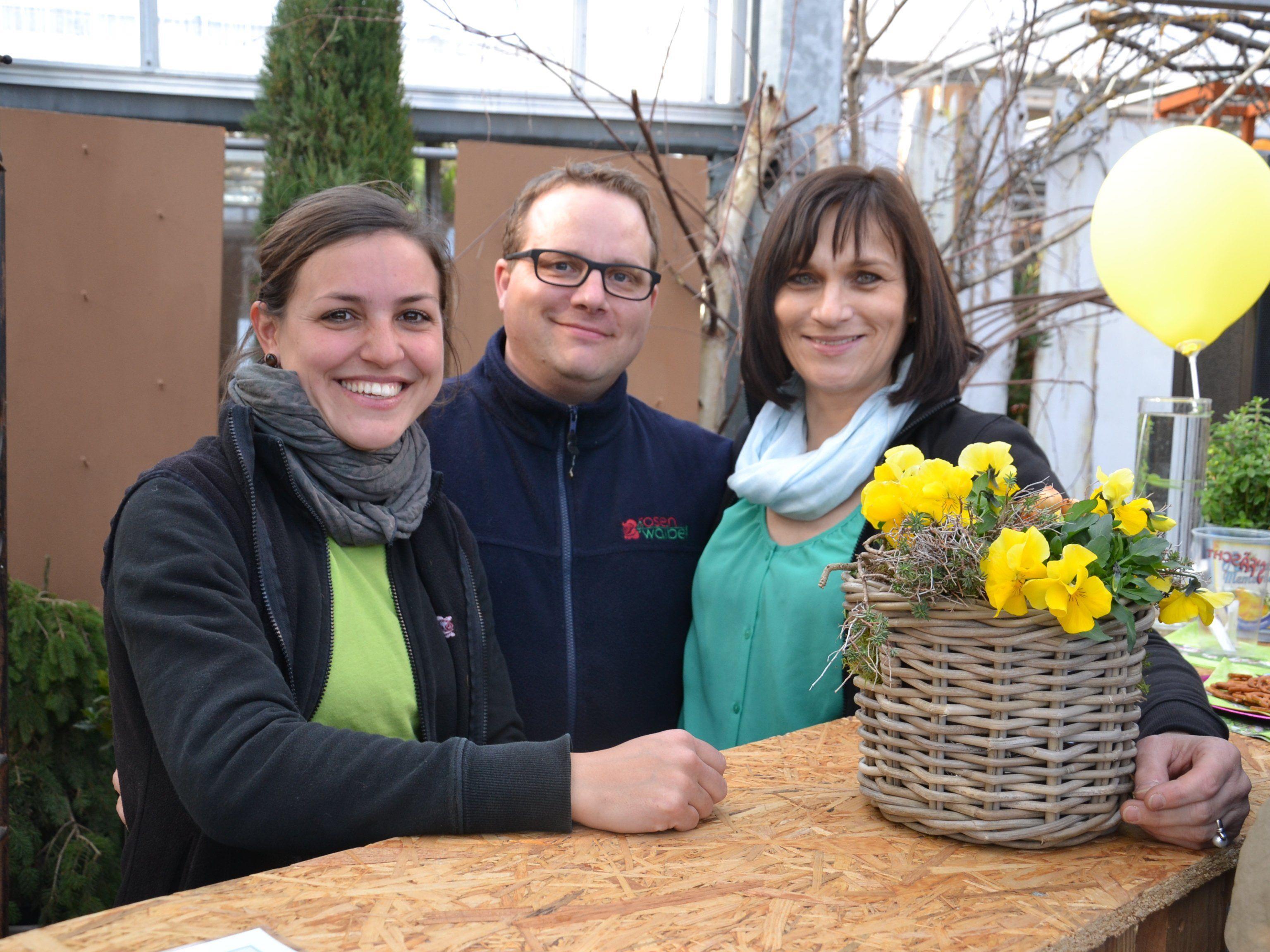v.l. Kerstin Waibel, Mathias Waibel-Keel und Daniela Oswald verwöhnten die Besucher der Frühjahrsausstellung mit Getränken und anderen Köstlichkeiten