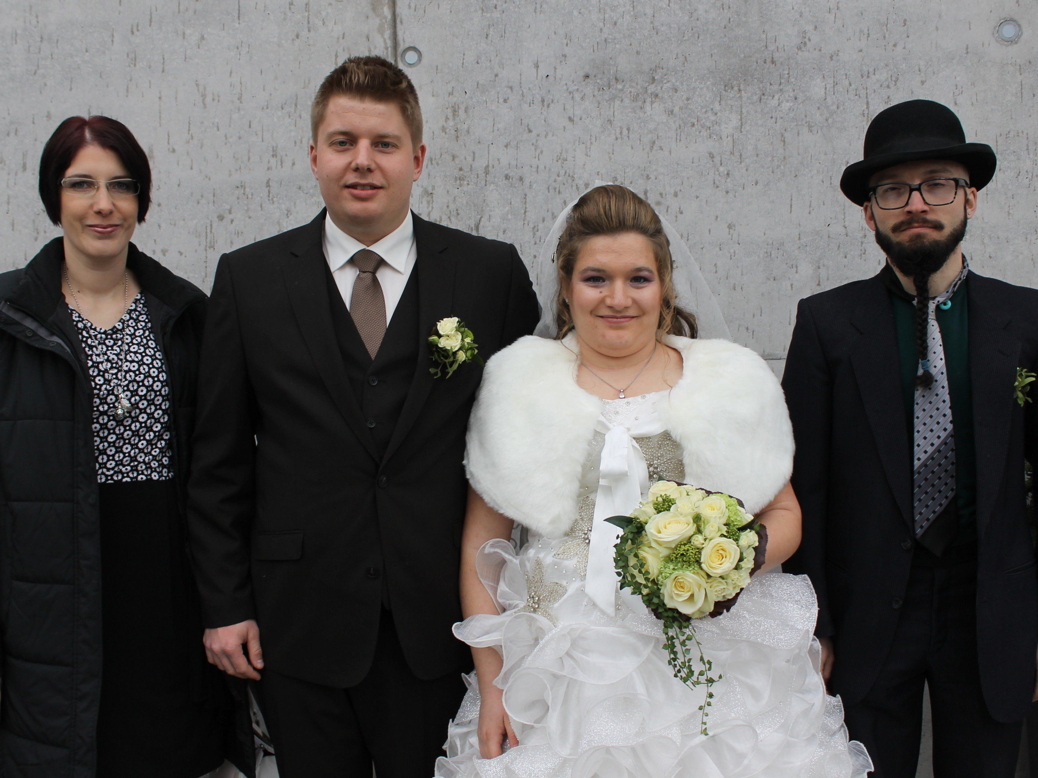 Viktoria Pfeifer und Patrik Tschenett haben in der Pfarrkirche geheiratet