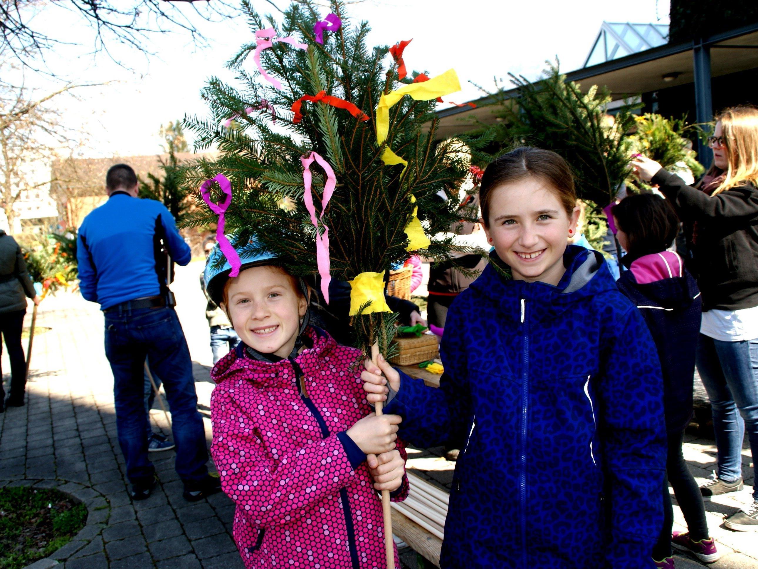Die Kinder hatten Spaß beim Osterbaum-Schmücken