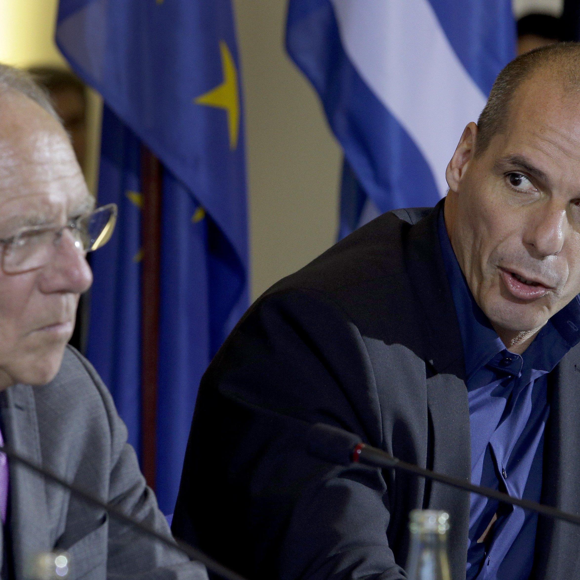 Regierung in Athen fordert von Berlin Reparationen für Zweiten Weltkrieg. Im Bild: Finanzminister Schäuble und sein griechischer Kollege Varoufakis.