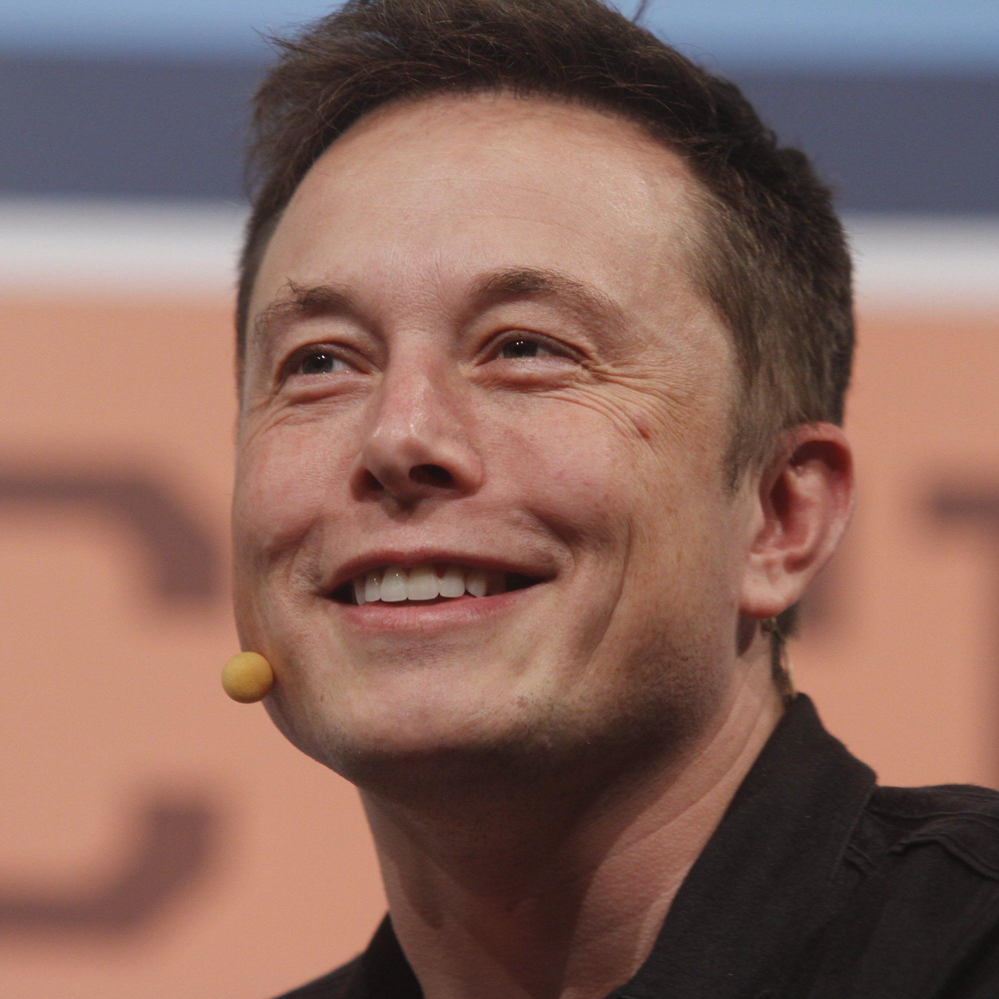 """""""Kein Auto"""": Musk kündigt via Twitter neue Tesla-Produktlinie an."""