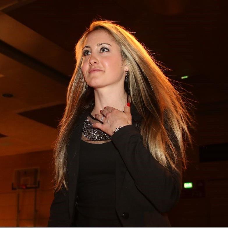 Die Nenzingerin Michelle Morik gewinnt beim Quiz in der Vorarlberger Sportnacht zwei Vipkarten für Götzner Meeting.