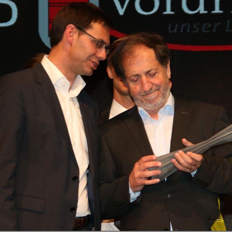 Landeshauptmann Markus Wallner übergab an Erwin Reis den Sonderpreis.