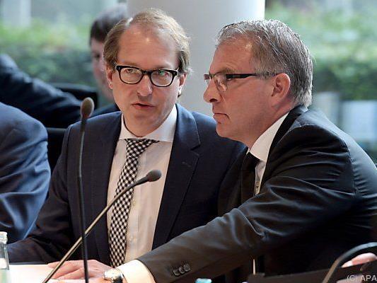 Minister Dobrindt mit Lufthansa-Chef Spohr