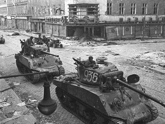 Die Favoritenstraße im April 1945.