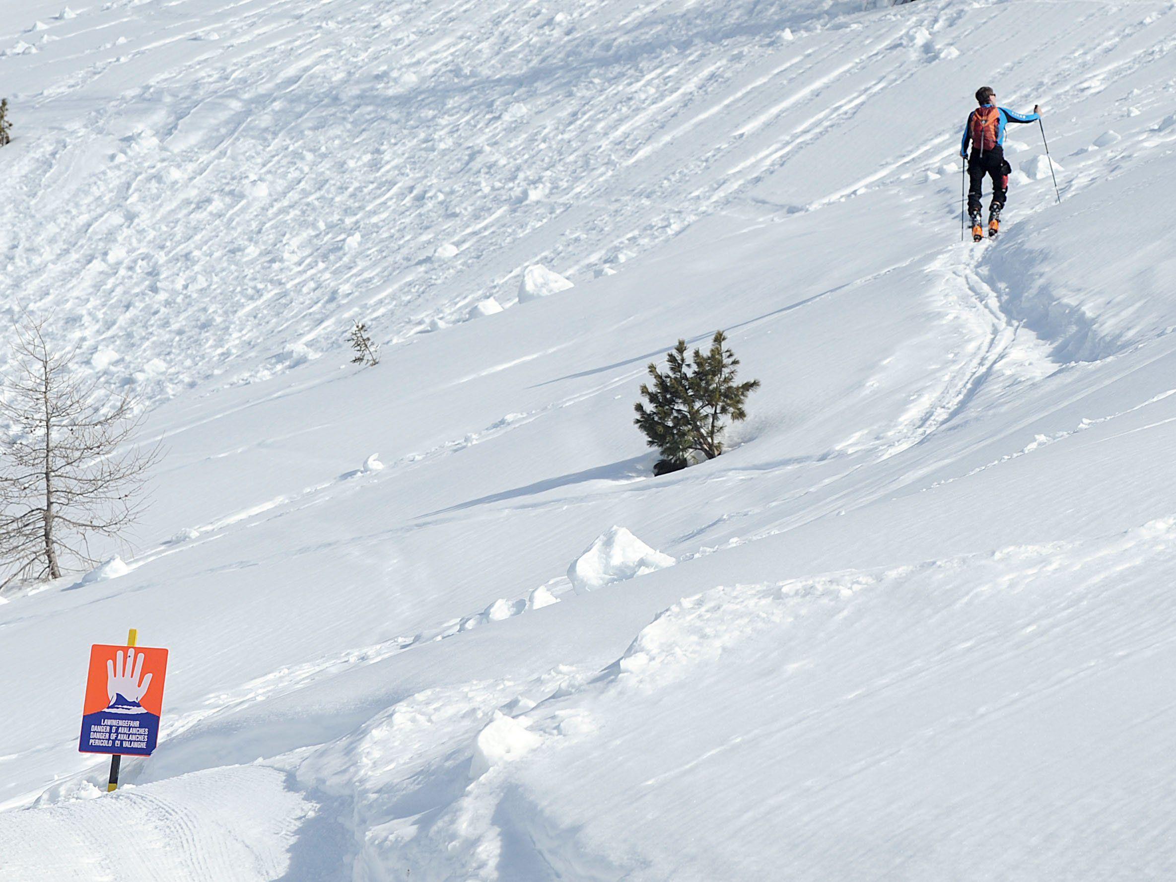 Große Gefahr oberhalb von 2.000 Metern - Skitouren und Freeriden stark eingeschränkt.