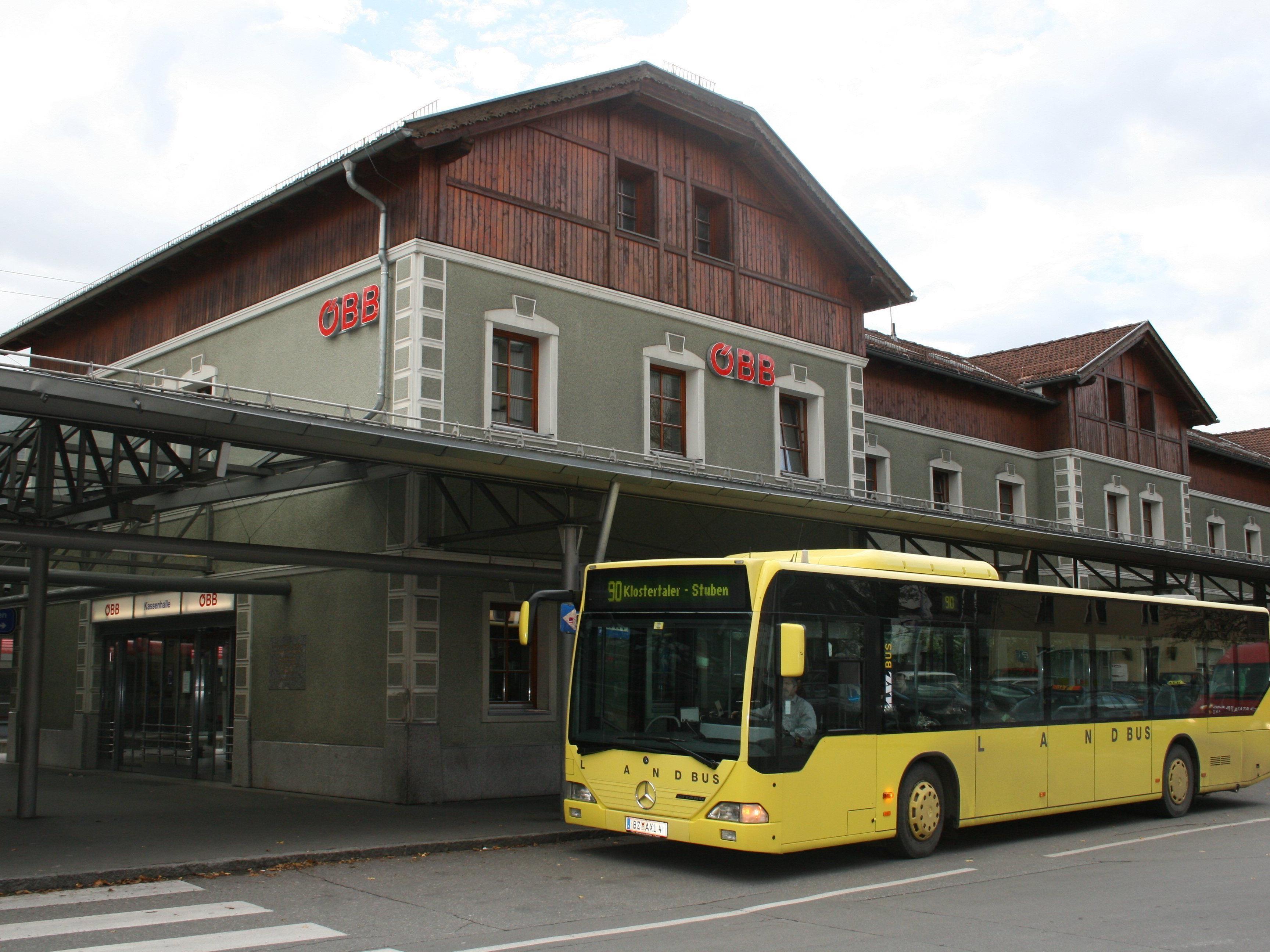 """Auch der Bahnhof in Bludenz gilt als """"Brennpunkt"""". Nicht nur Frauen haben Angst sich hier in der Nacht alleine aufzuhalten."""