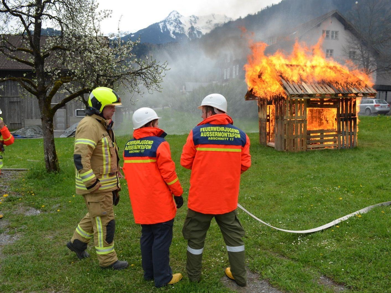 Viel Action gab es bei der Abschlussübung des 18-Stunden Tages der Feuerwehrjugend Vandans.