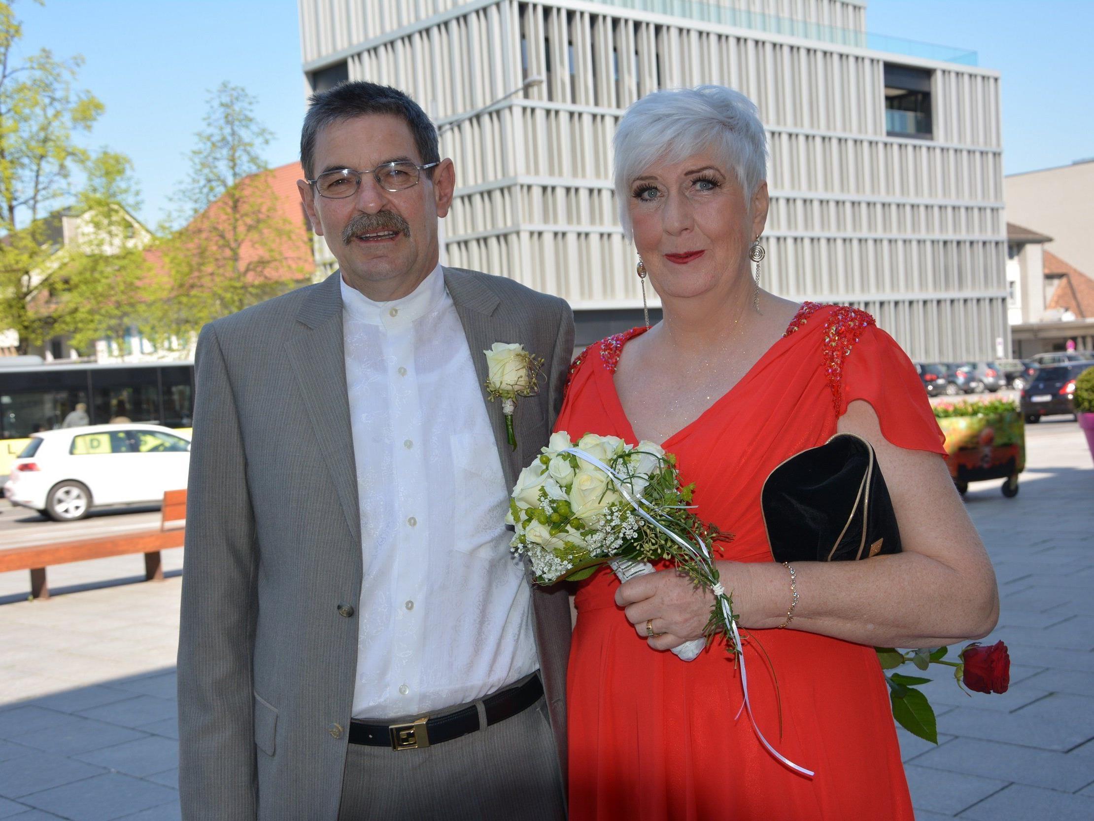 Das Brautpaar kurz vor der Trauung beim Dornbirner Standesamt.