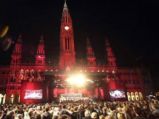 Im Eurovision Village am Wiener Rathausplatz findet eins der größten Public Viewings statt