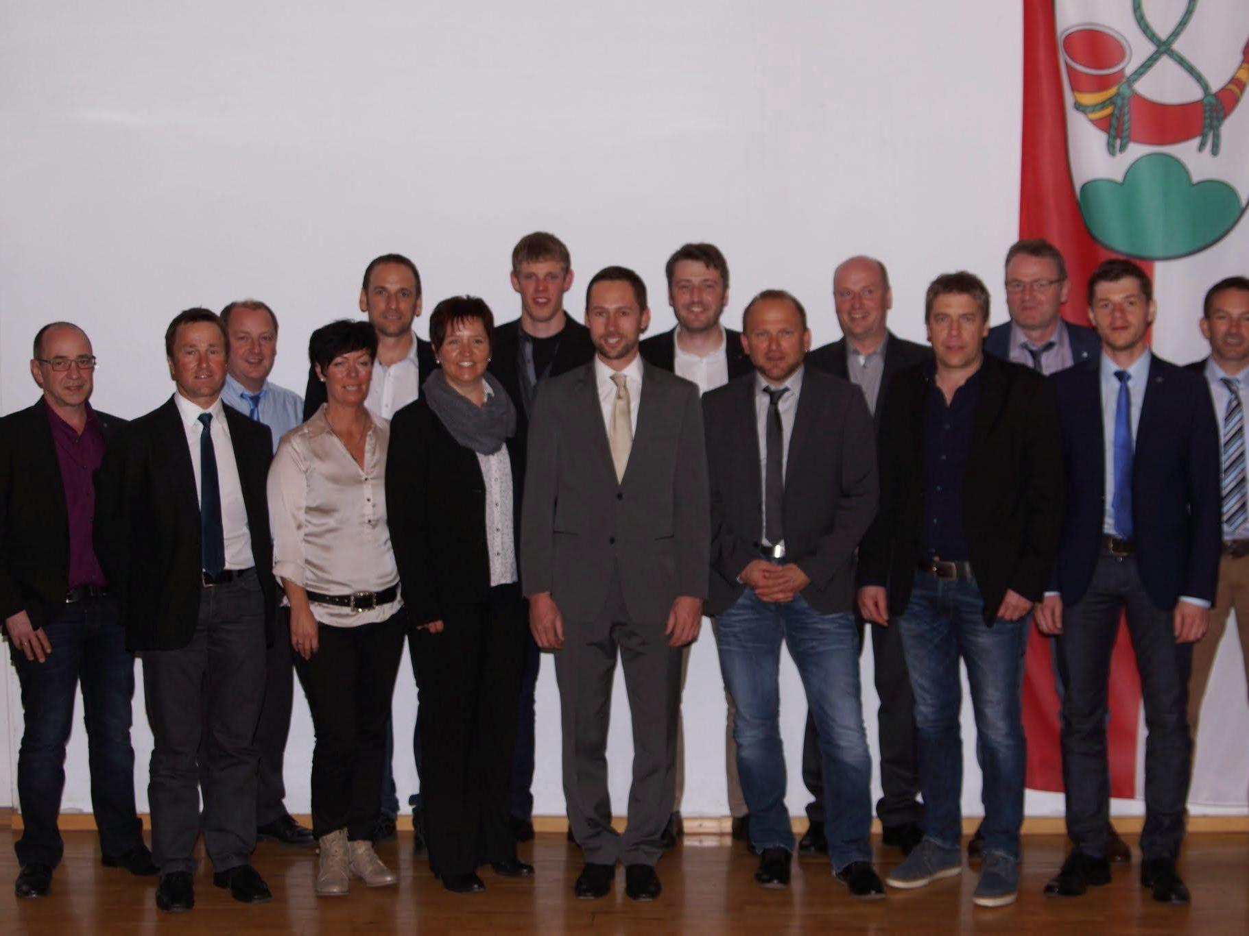 Die neue Riefensberger Gemeindevertretung mit Bürgermeister Ulrich Schmelzenbach (Bildmitte).
