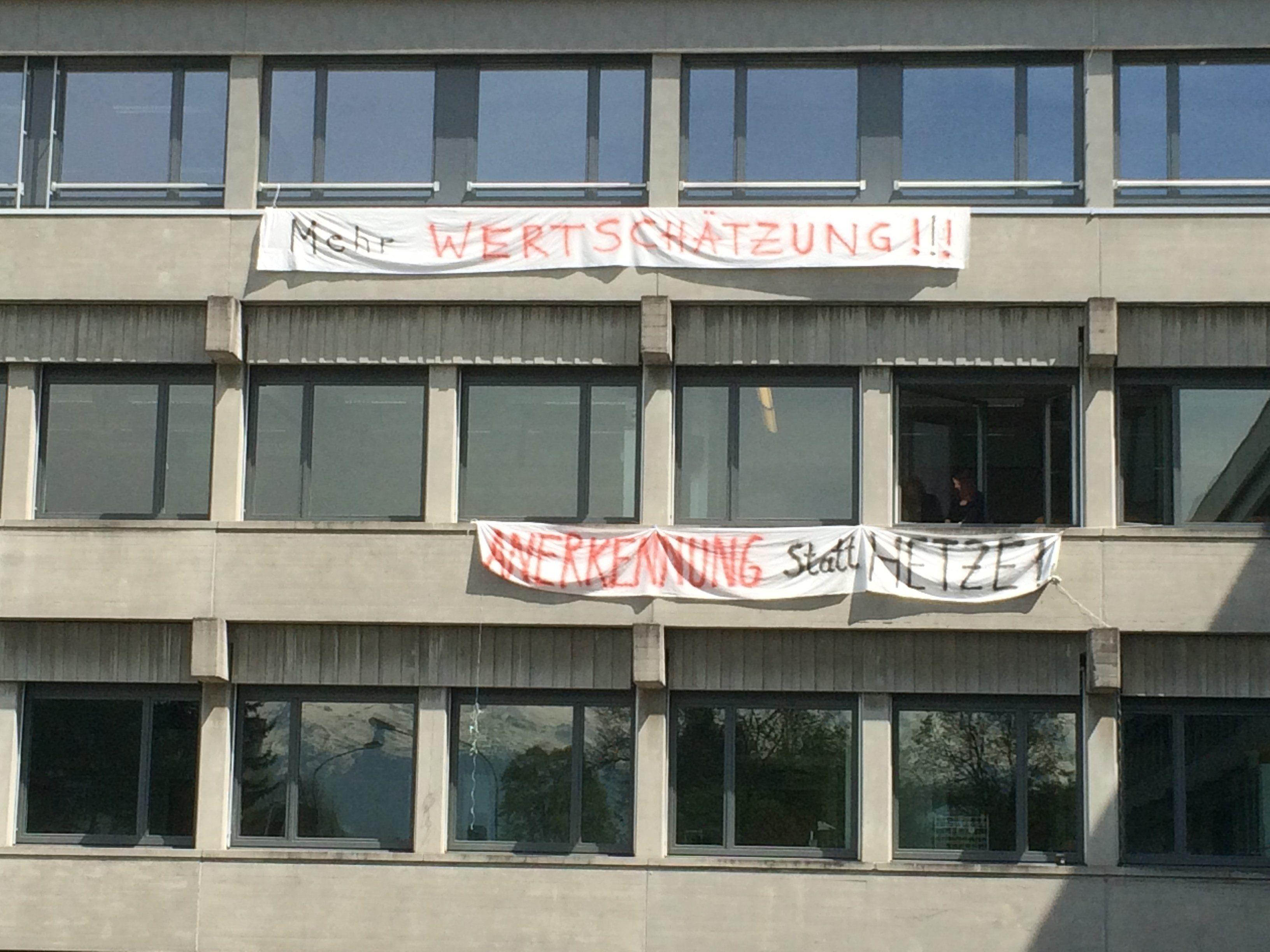 Lehrerprotest gegen Sparmaßnahmen.