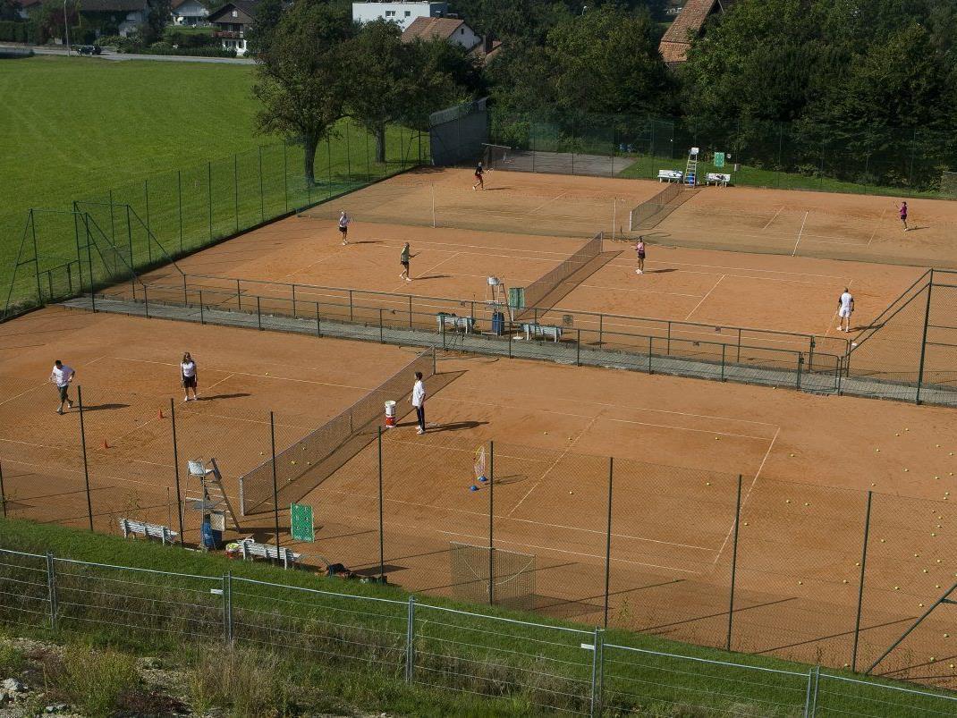 """Der Tennisclub Lochau lädt Jung und Alt zu einem """"Tag der offenen Tür"""" auf den Tennisplätzen im Reutele."""