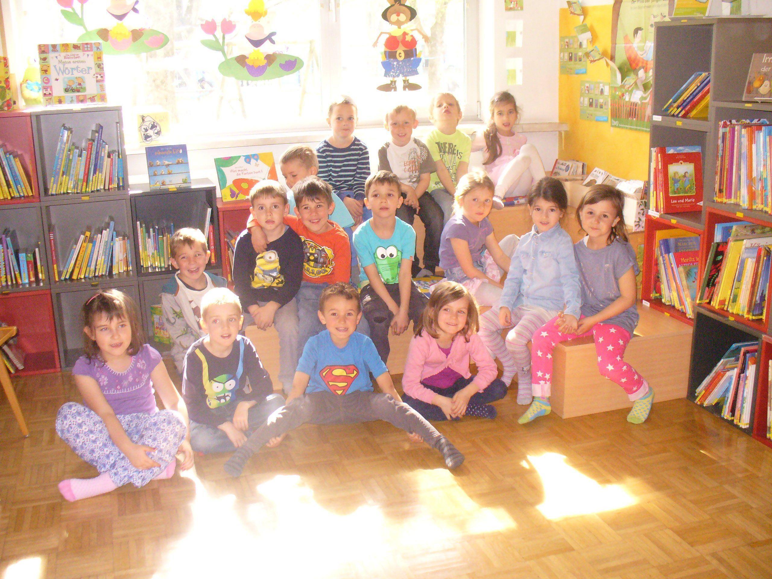 Der Kindergarten Wichnerstraße war am Dienstag zu Besuch in der Bibliothek Altach
