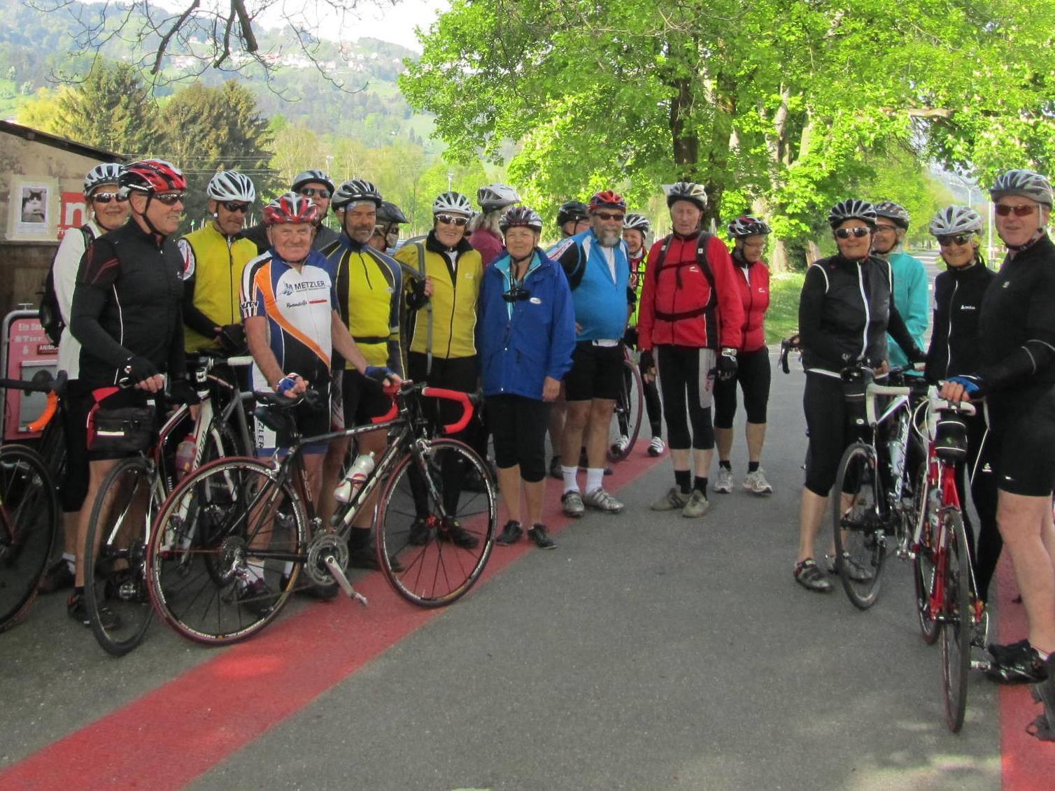Das Rad Team an der Schweizer Grenze.