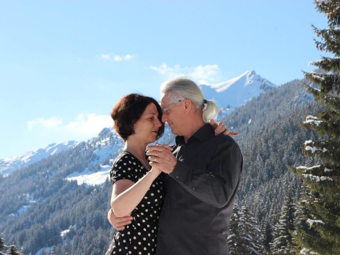 Petra Guttmann und Stefan Thomson  lernten den Teilnehmern den  klassischen und modernen Tango.