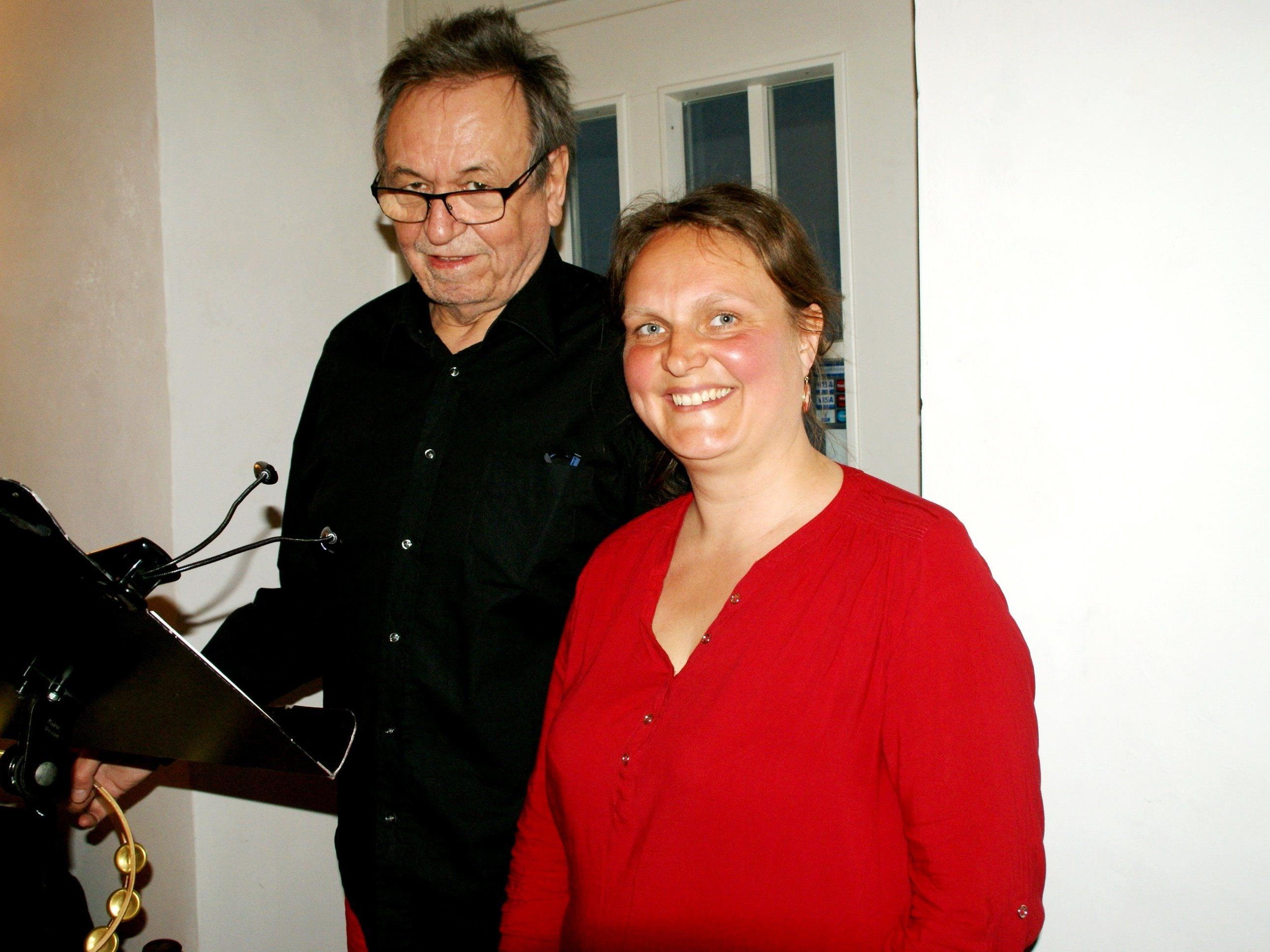 Claudia Mang und Ulrich Gabriel gingen ein paar Schritte zurück und voraus