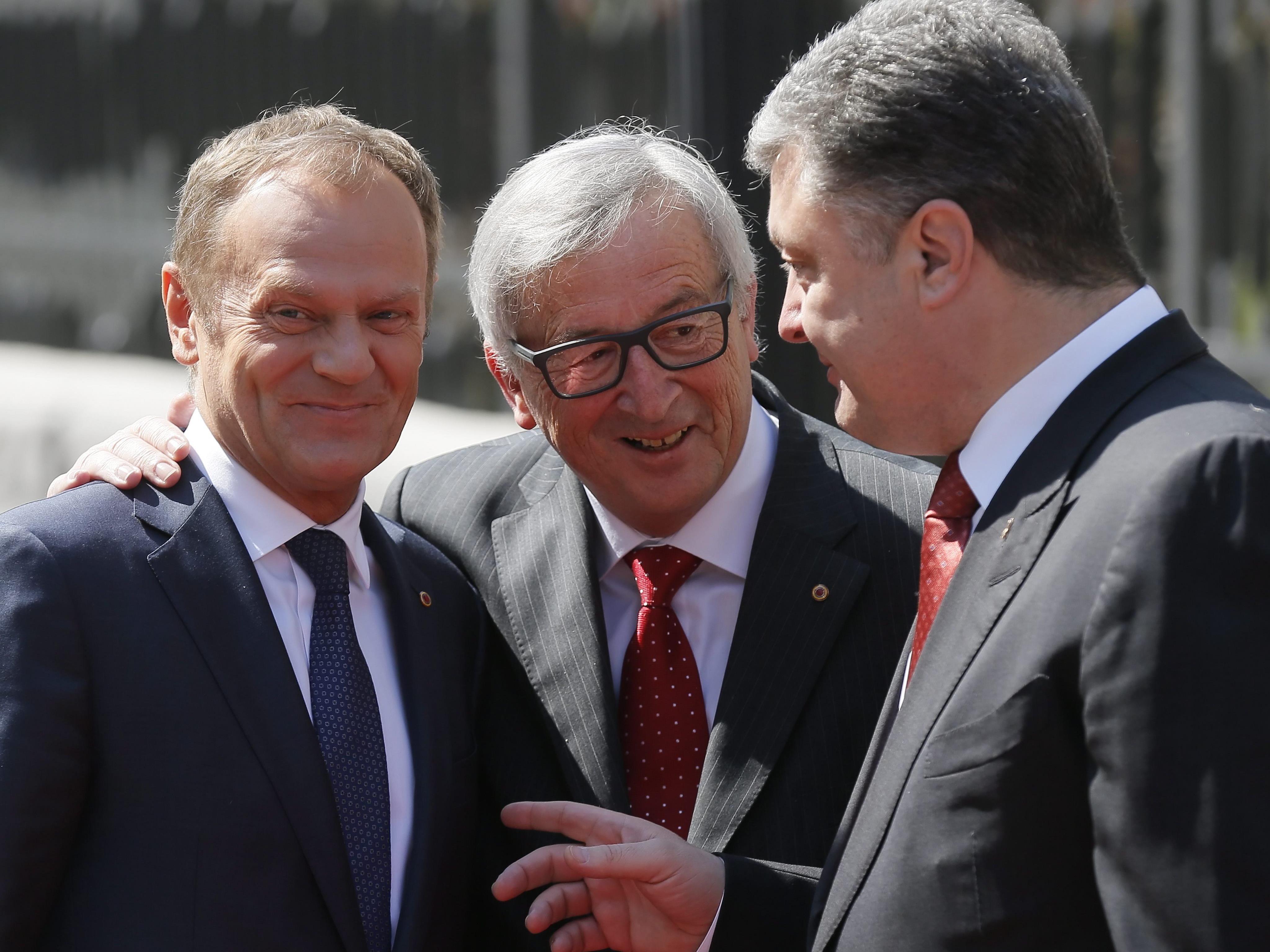 Donald Tusk, Jean-Claude Juncker und Petro Poroschenko (v.l.) am Montag in Kiew.