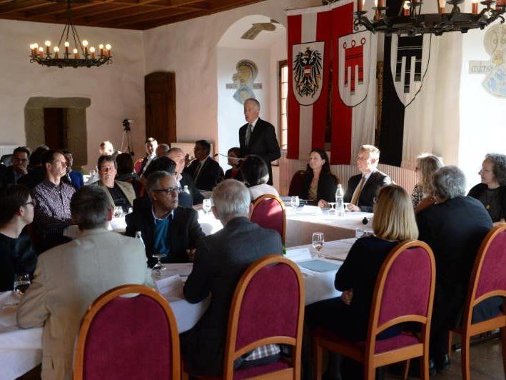 Die konstituierende Sitzung fand am 9. April statt