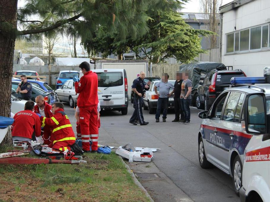 Messerstecherei in Hard: Polizei sucht flüchtigen Verdächtigen.