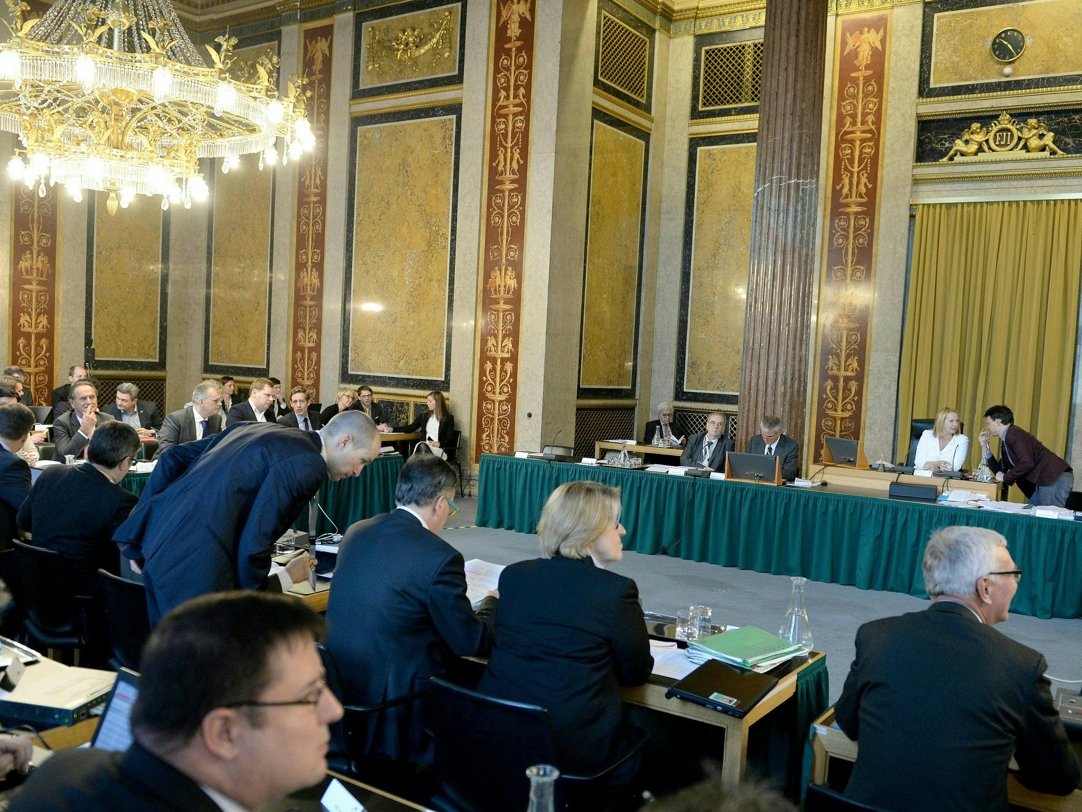 Beim U-Ausschuss zur Hypo Alpe Adria mangelt es an Transparenz, so die Opposition.