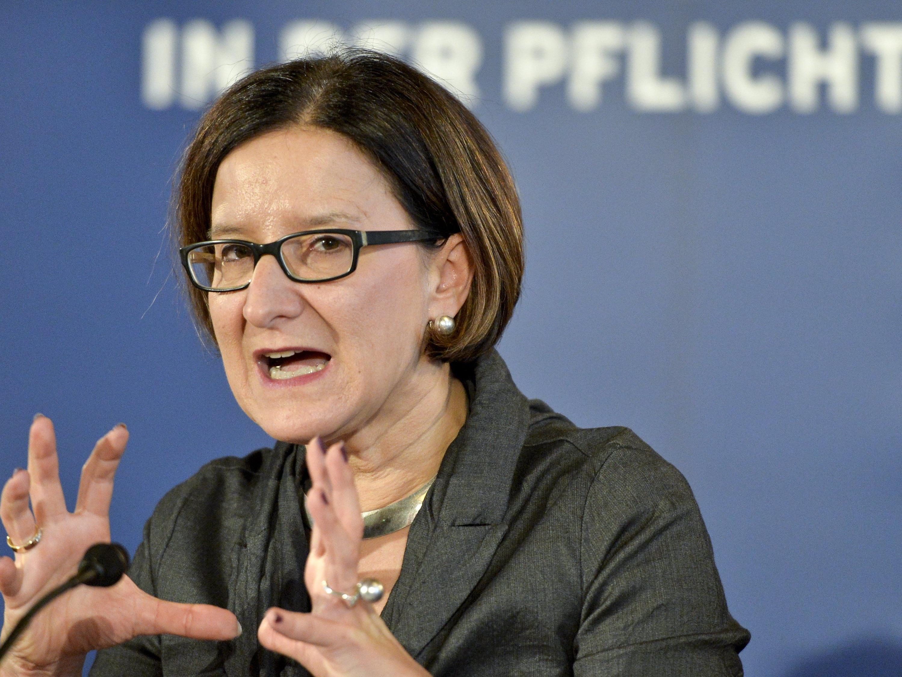 Mikl-Leitner will nicht nur das Staatsschutzgesetz verschärfen, sie will auch die Vorratsdatenspeicherung auf EU-Ebene neu diskutiert sehen.
