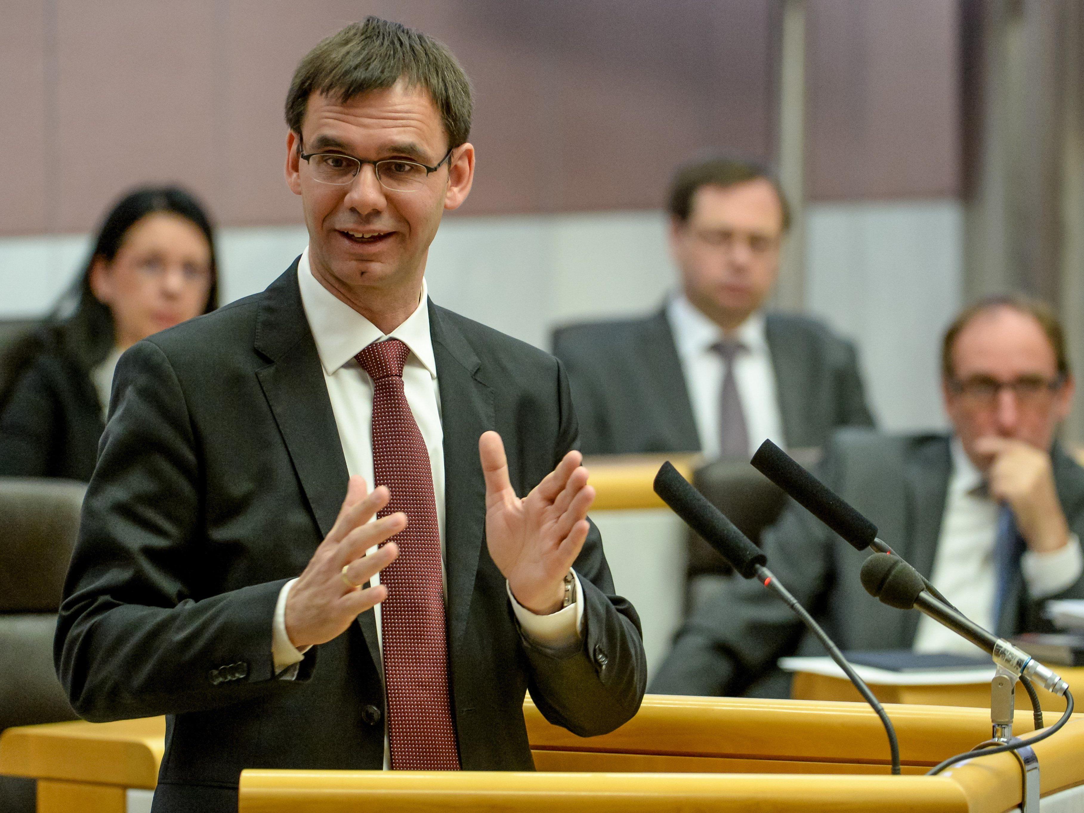 Landeshauptmann Wallner lobt die geplante Steuerreform, Koaltionspartner Johannes Rauch (r.) von den Grünen sieht sie eher kritisch.