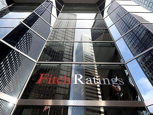 Ratingagentur Fitch stuft zahlreiche Banken her