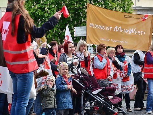 Kindergärtnerinnen streiken