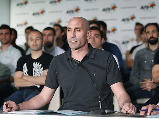 Stars wie Iniesta und Xavi stärken AFE-Chef Luis Rubiales den Rücken