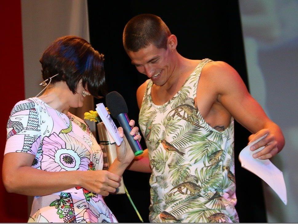 Moderatorin Daniela Marte und ein Topathlet hatten Spaß